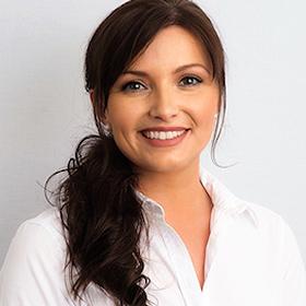 Portrait Dr. Amanda Klemer-Harcej Zahnarztpraxis Dr. Endres & Kollegen Hannover Kleefeld